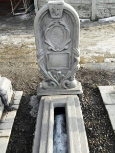 Бетонный памятник овальной формы для ребенка
