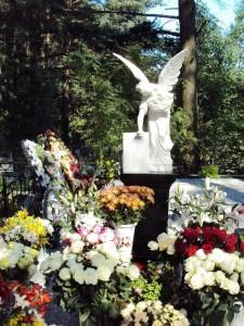 Ангел для надгробного памятника