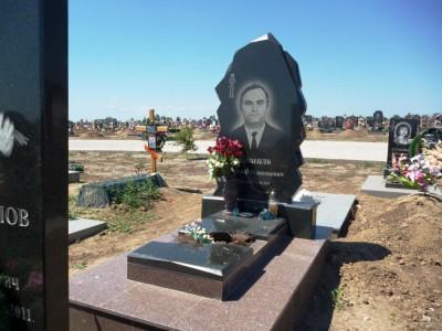 Памятника из гранита черного цвета на могилу