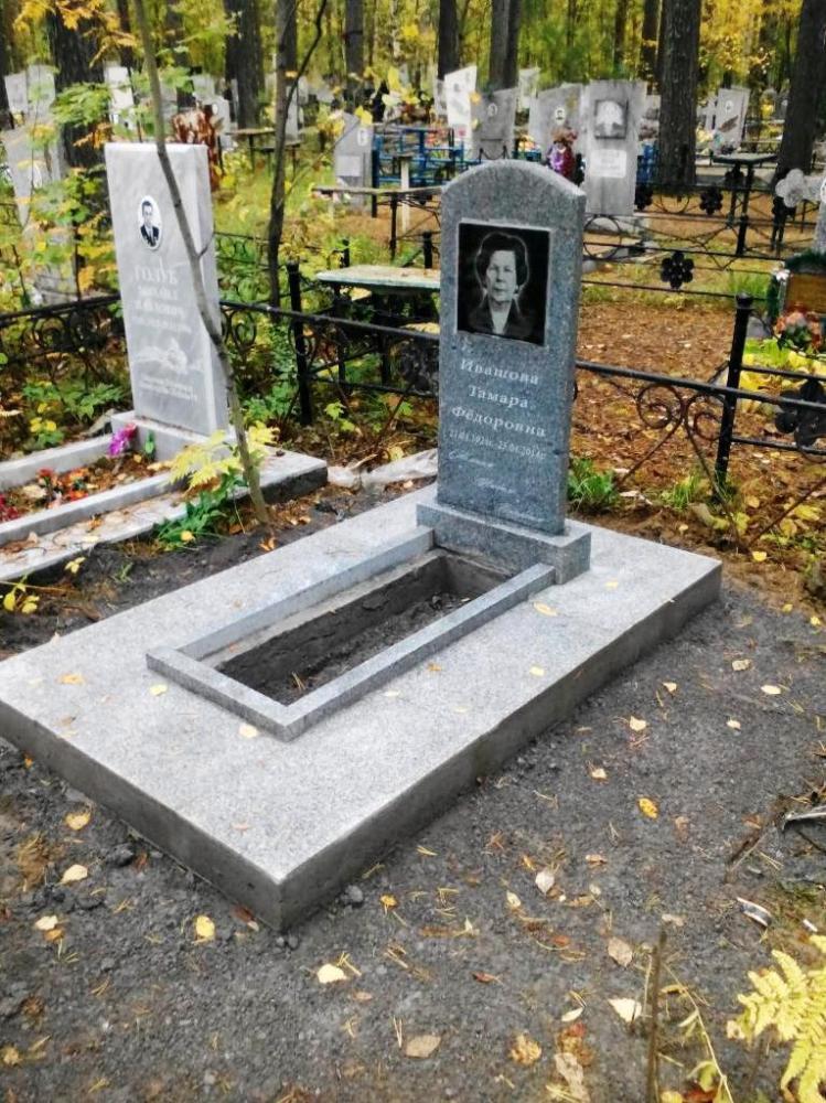 Женский памятник из серого гранита