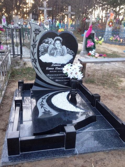 Черный гранитный памятник для девочки