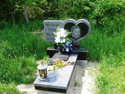 Элитный памятник из серого гранита для малыша