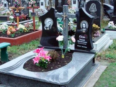 Резной двойной памятник из серого и черного гранита