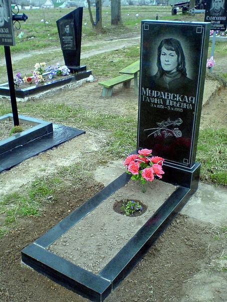 Прямоугольный памятник на могилу женщины