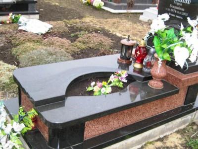 Виды цветников для надгробного памятника