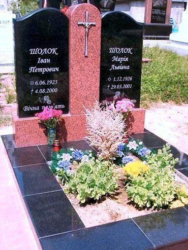 Розово-черный гранитный памятник