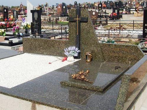 Мемориальный комплекс из зеленого гранита