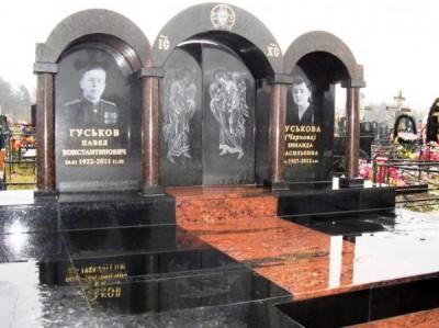 Гранитный памятник двойной фото