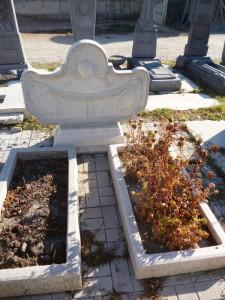 Фигурный памятника на могилу из мраморной крошки