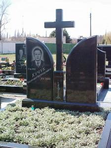 Двойной памятник из черного гранита