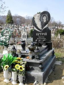 Памятник с вазами и лампадками для дочери