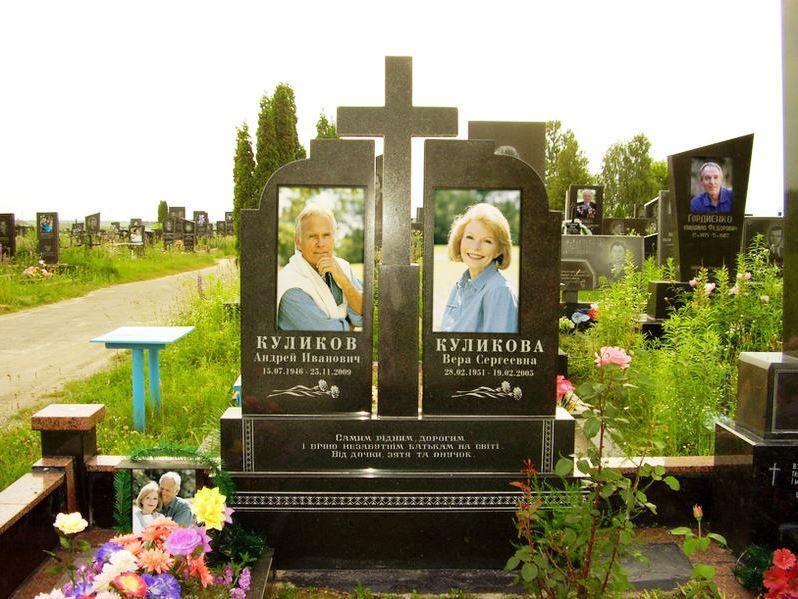 Элитный двойной гранитный памятник с цветным фото