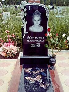Детский надгробный памятник с закрытым цветником