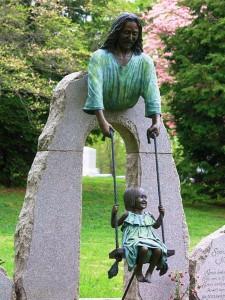 Эксклюзивный памятник со скульптурой Иисуса Христа для ребенка