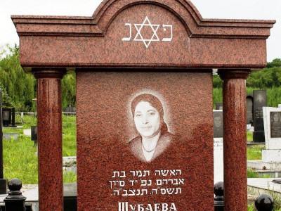 Иудейский надгробный памятник в классическом стиле
