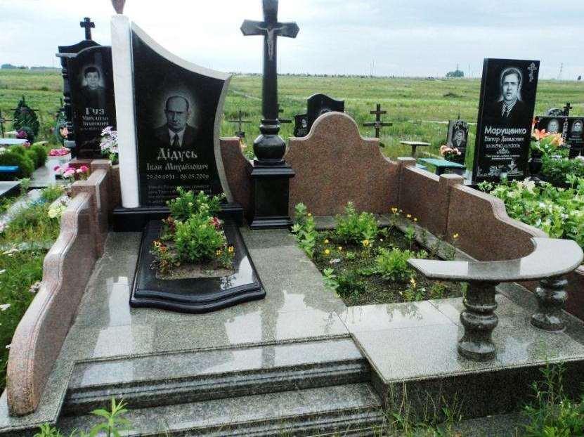Памятник из трех видов гранита фото