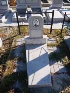 Недорогой памятник из мраморной крошки фото