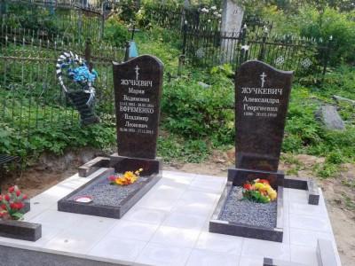Открытые цветники из черного гранита для памятника