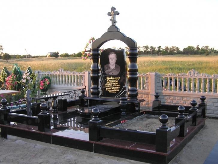 Мемориальный комплекс для кладбища фото