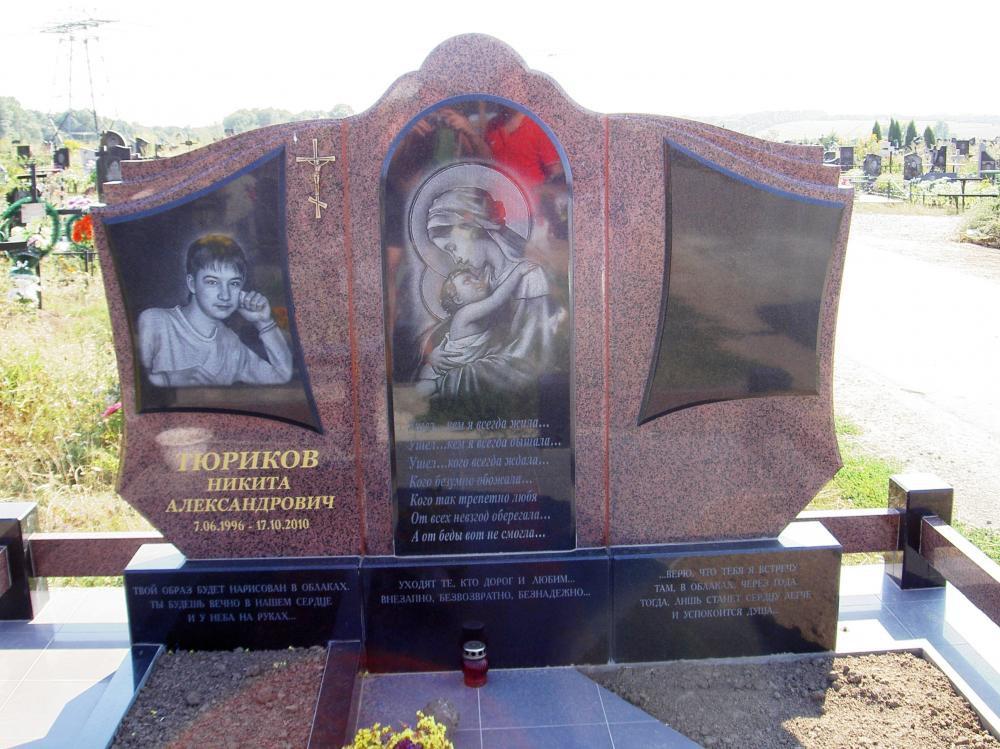 Емельяновский гранит для двойного памятника