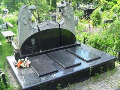 Тройной надгробный памятник