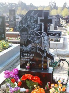 Мужской надгробный памятник с Иисусом Христом