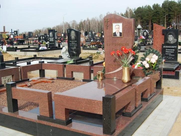 Мужской памятник из розового гранита