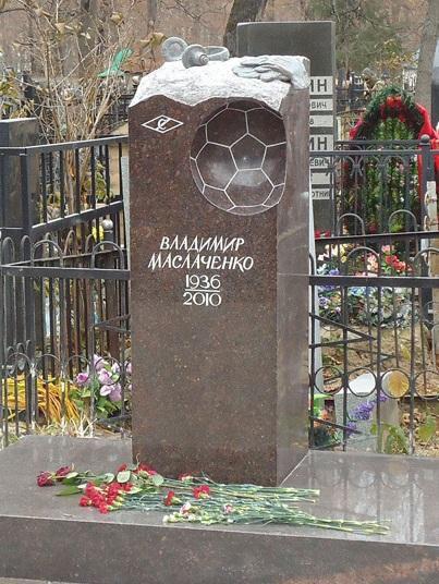Вертикальный надгробный памятник для спортсмена