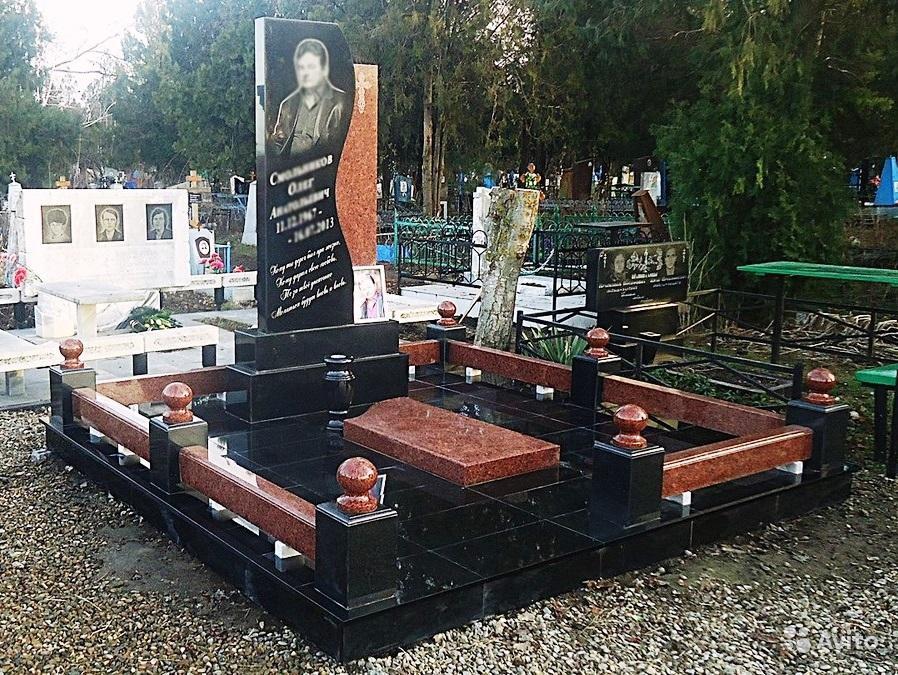 Элитный памятник из емельяновского гранита