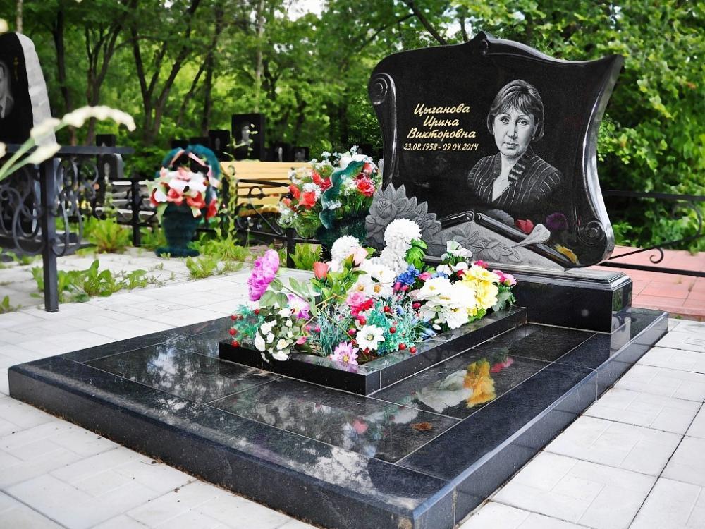 Букинский надгробный памятник на могилу женщины