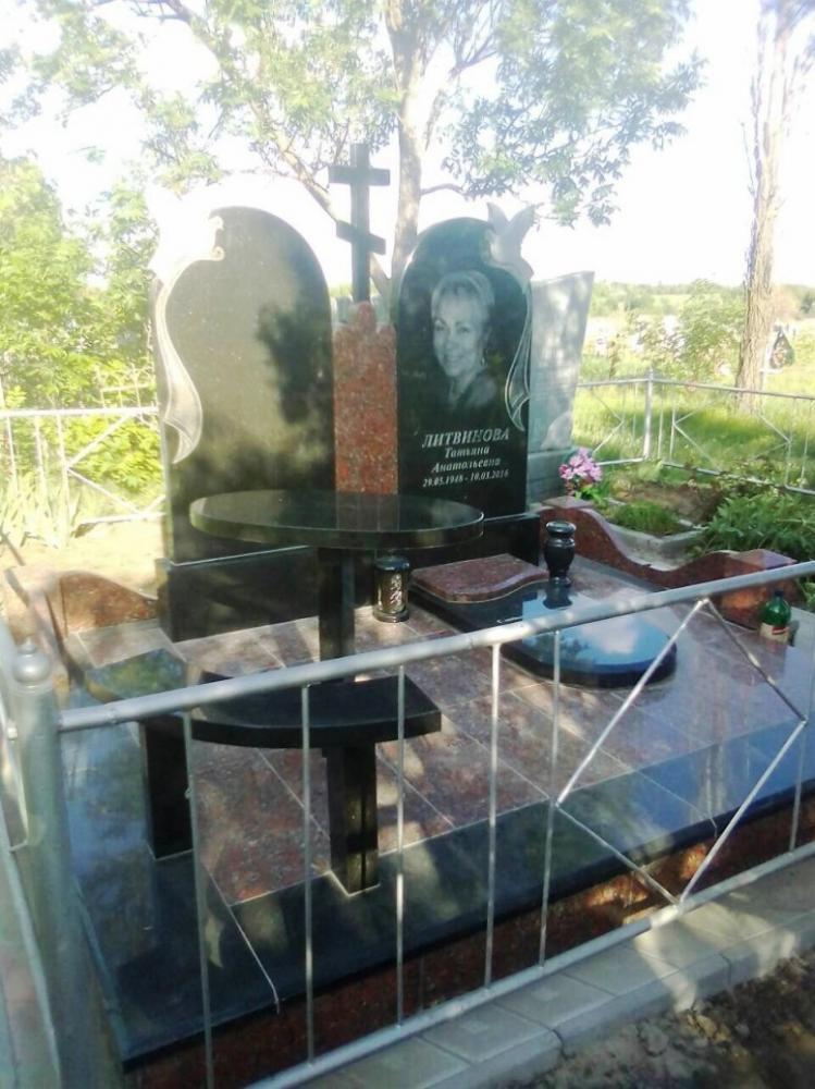 Мемориальный комплекс из комбинированного гранита