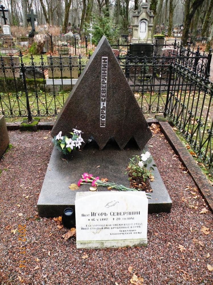Оригинальный памятник на могилу для строителя