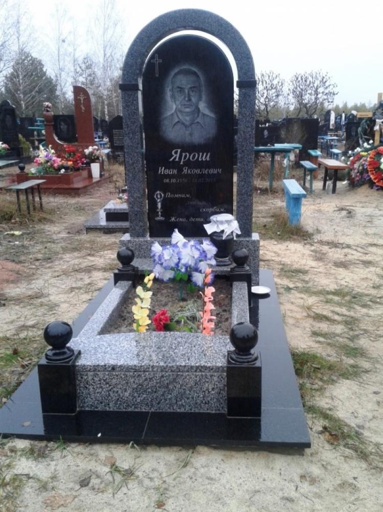 Покостовский гранит для мужского памятника