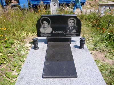 Памятники из черного гранита на могилу на двоих фото