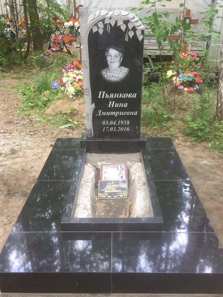 Одинарный гранитный памятник для женщины
