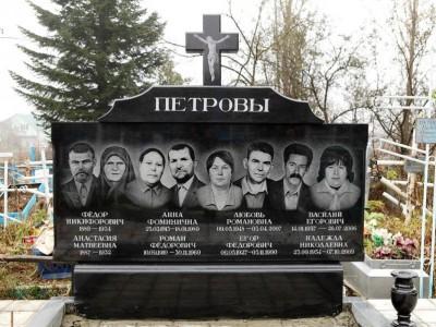 Семейный гранитный памятник с крестом на могилу