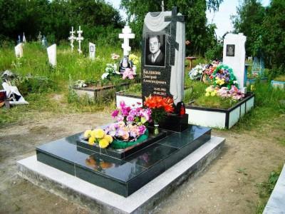 Резной гранитный памятник для юноши