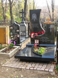 Мужской эксклюзивный памятник из черного гранита