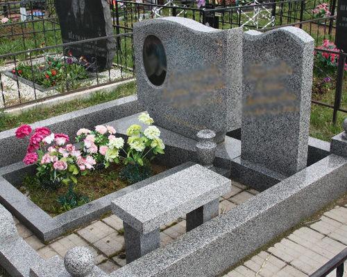 Элитный серый памятник из янцевского гранита
