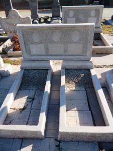 Тройной памятник из мраморной крошки прямоугольный