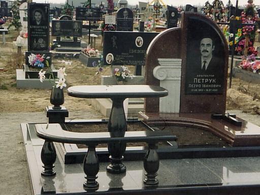 Комбинированный памятник с гранитным столом и лавочкой