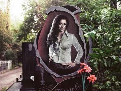 Резная гранитная стелла для памятника девушке