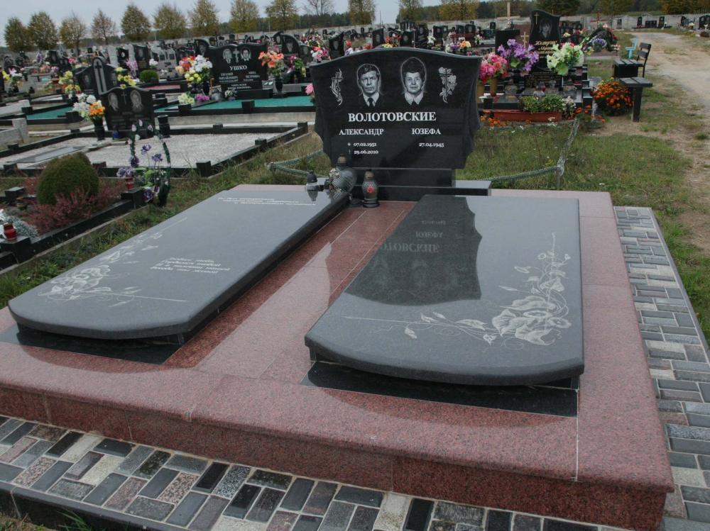 Надгробный памятник из двух видов гранита