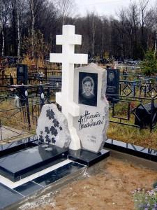 Памятник из гранита и мрамора для матери
