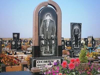 Мужской гранитный памятник в виде арки