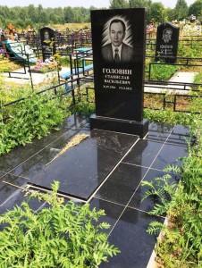 Одинарный прямоугольный памятник на могилу мужчины