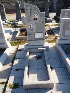 Двойной памятник из мраморной крошки фото