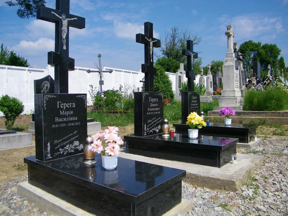 Памятник из гранита на могилу тройной фото