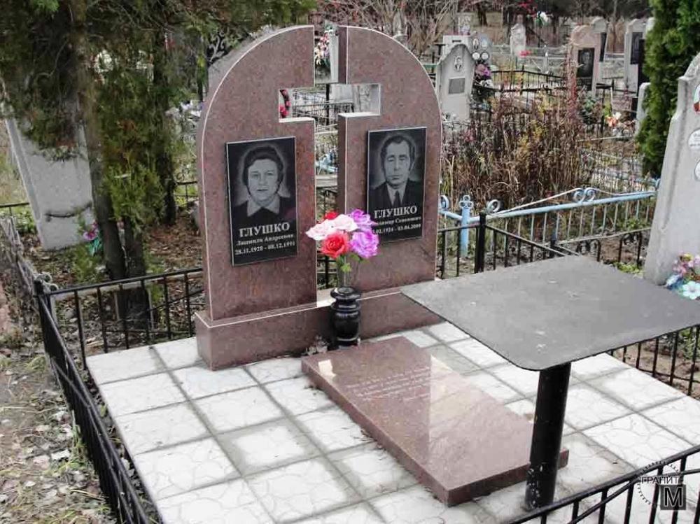 Двойной памятник из емельяновского гранита