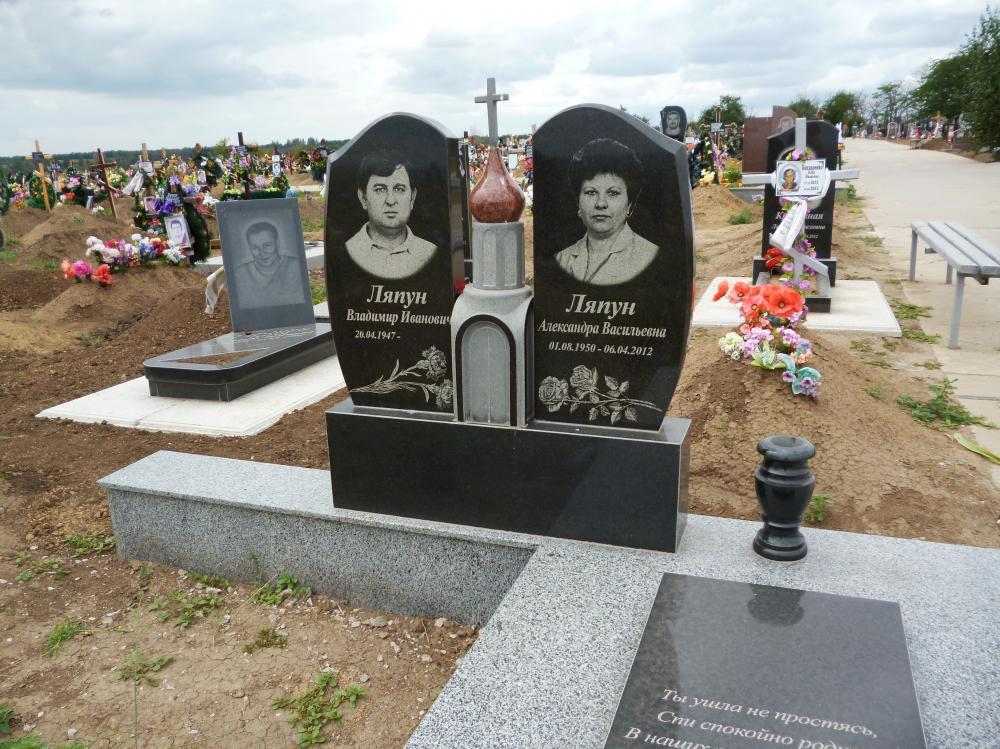 Семейный памятник из гранита на могилу